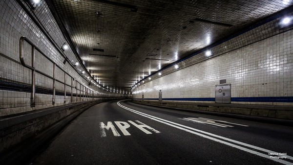 An Uber Driver Allegedly Got High and Ripped Through a Closed Tunnel