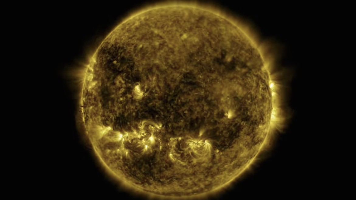 Watch This Hypnotic Yearlong Timelapse of the Sun in Ultraviolet