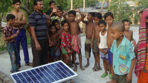'Swarm Electrification' in Bangladesh Lets Neighbours Swap Solar Electricity