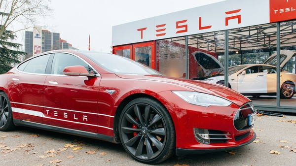 Drivers Use Tesla Autopilot at Their Own Risk, Investigators Conclude