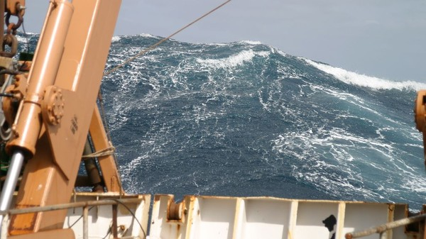 Scientists Are Building Rogue Waves in the Lab to Understand Why They Form