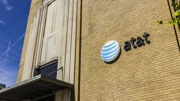 Hundreds of Customers Complained to the FCC That AT&T Switched Their Data Plans