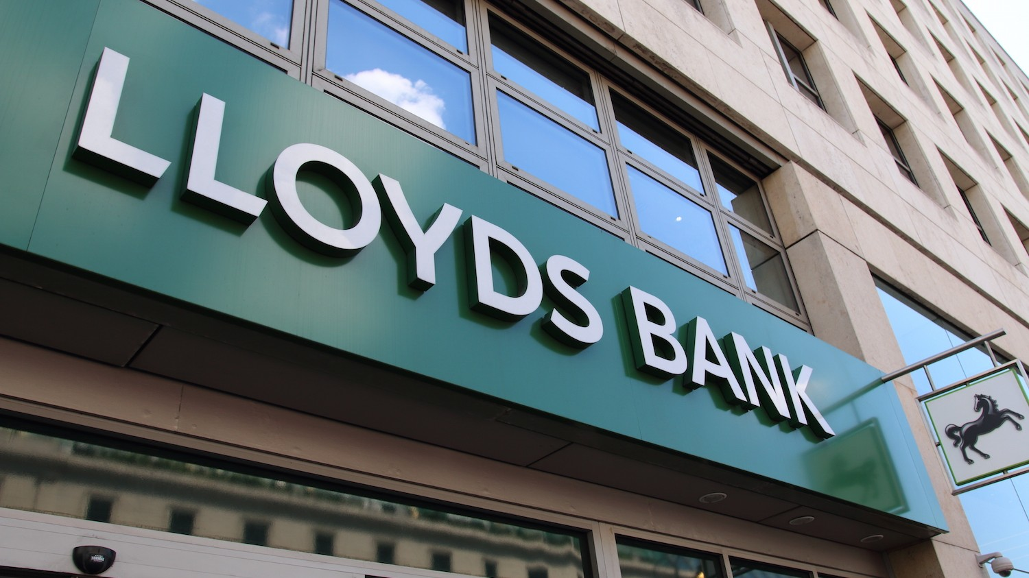 Hacker Says He Attempted to Extort UK Bank Lloyds With DDoS