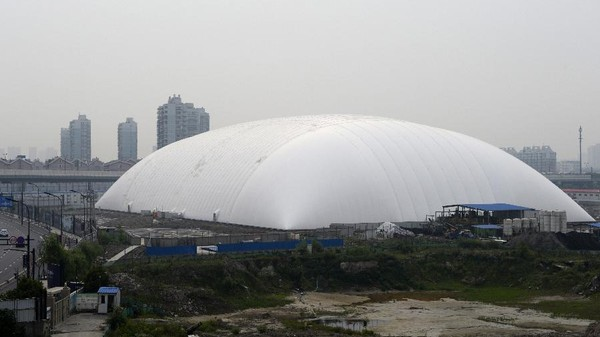 The Giant Chinese Odor Dome, and Other Sad Ideas for Surviving Our Future Cities