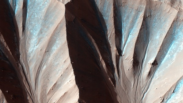 Martian Dry Ice Deposits Make Dust Flow Like Water
