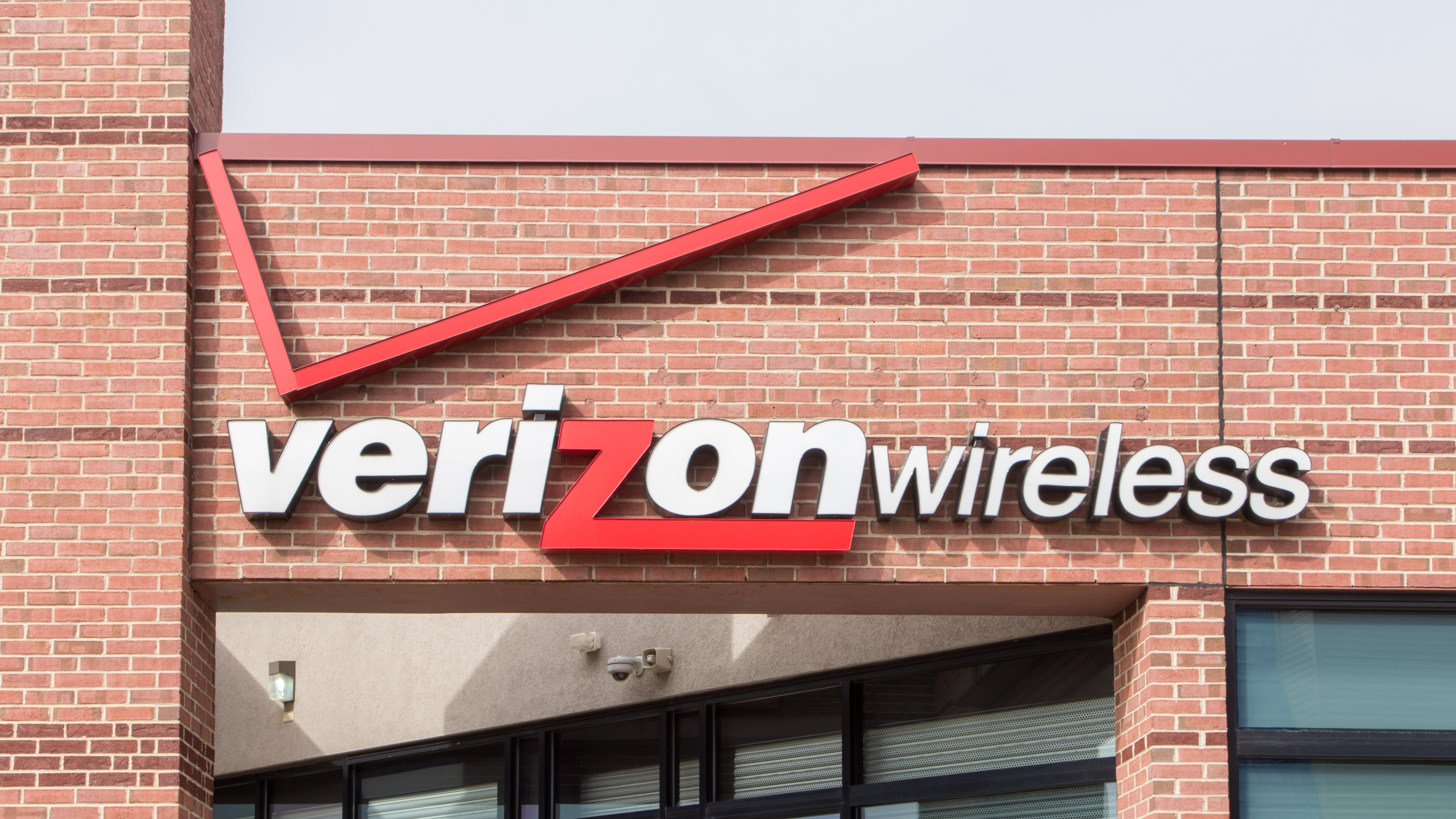 FCC Chairman: Verizon Uses a 'Disturbing' Loophole to Throttle Unlimited Data
