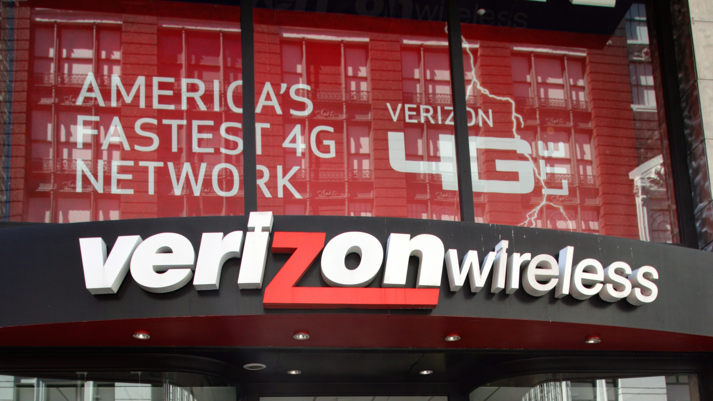 ​Verizon Backs Off New Data Throttling Policy After FCC Pressure