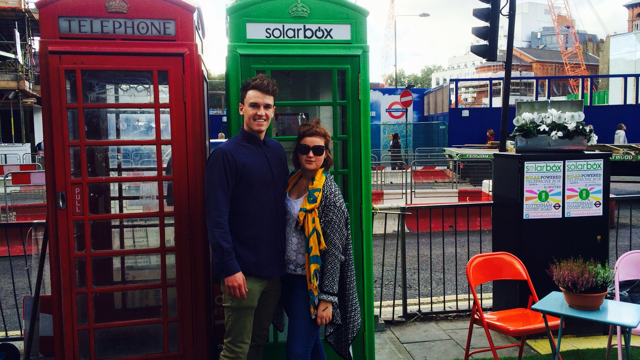 This Solar-Powered Public Phone Box Charges Your Smartphone for Free