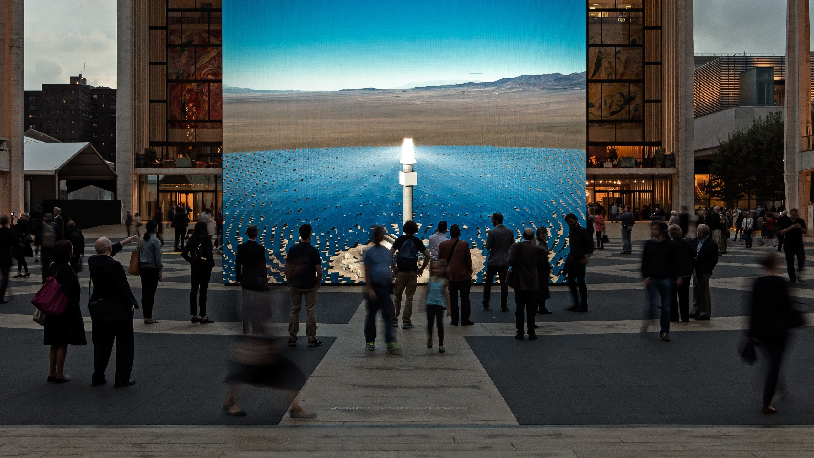 This Monolithic Installation Simulates a Solar Power Plant in Real Time