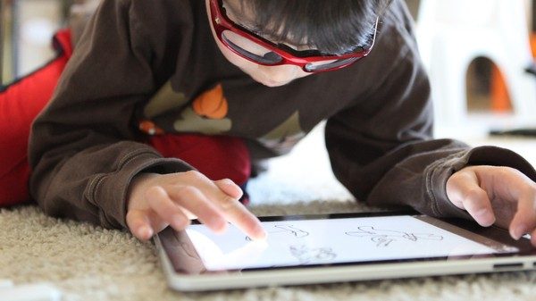 The YouTube Chain Letter That Promises Kids Magic iPads