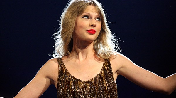 Taylor Swift's Twitter and Instagram Accounts Just Got Hacked