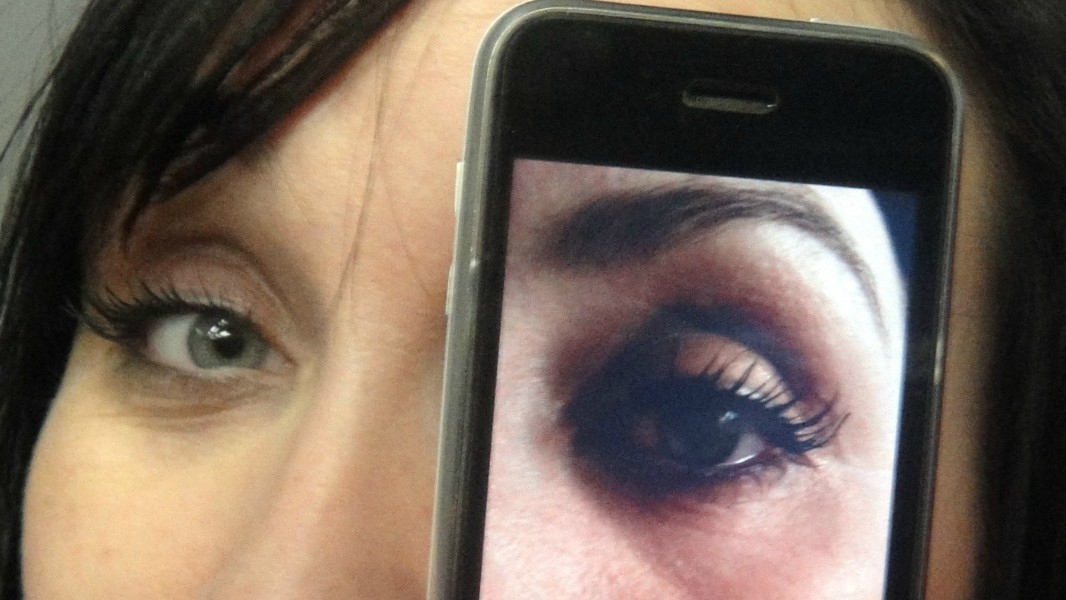 The App That Lets Blind People Borrow Your Eyes