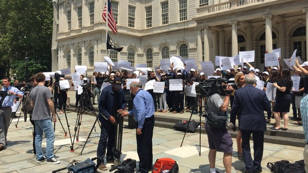 NYC Cops Stopped Cab Drivers from Entering a Pro-Uber Protest