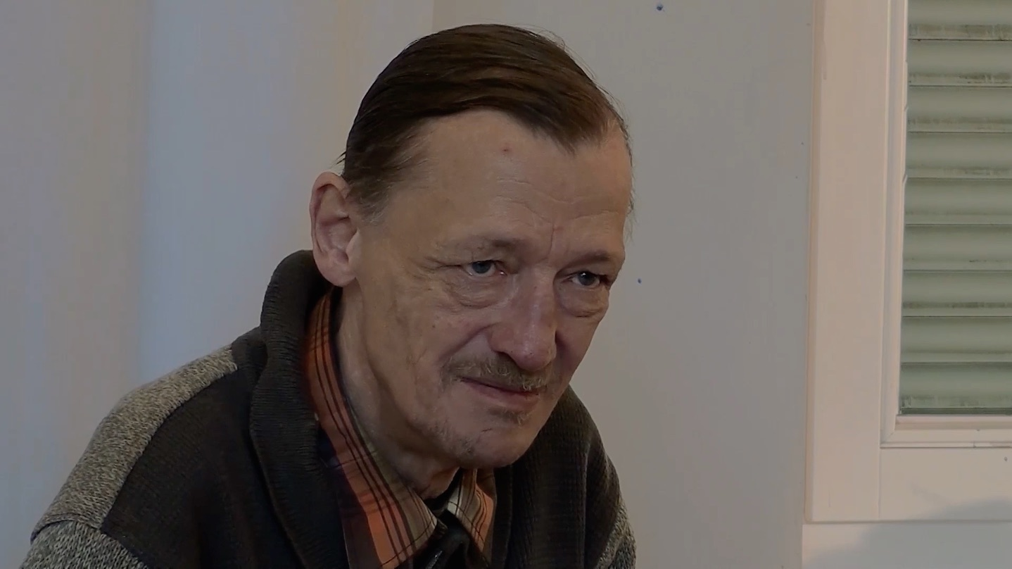 Dr. Axel Stoll