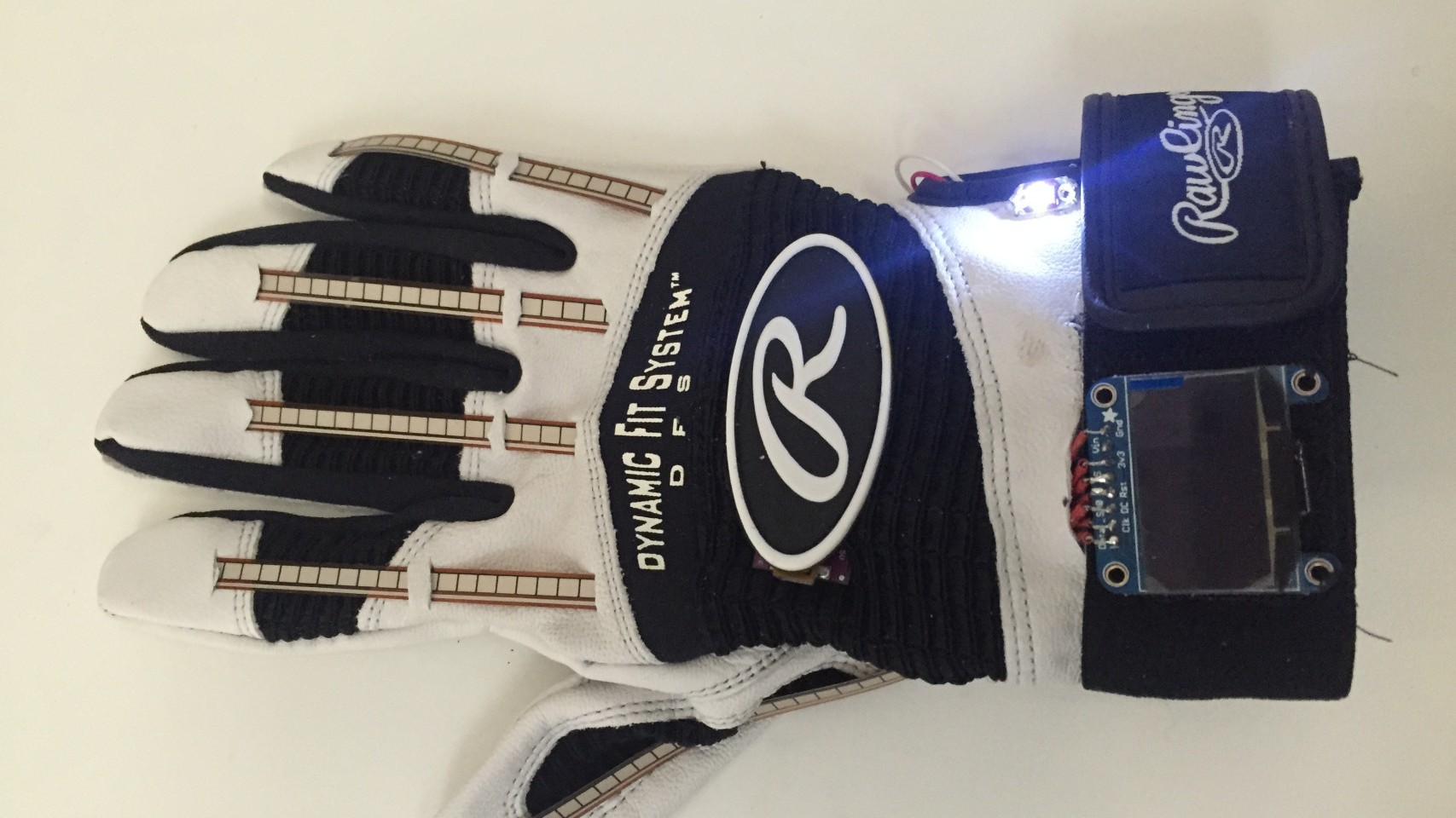 This Smart Glove Translates Sign Language to Text and Speech