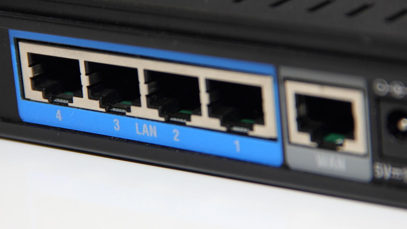 Here's Why Cybersecurity Experts Want Public Source Routers