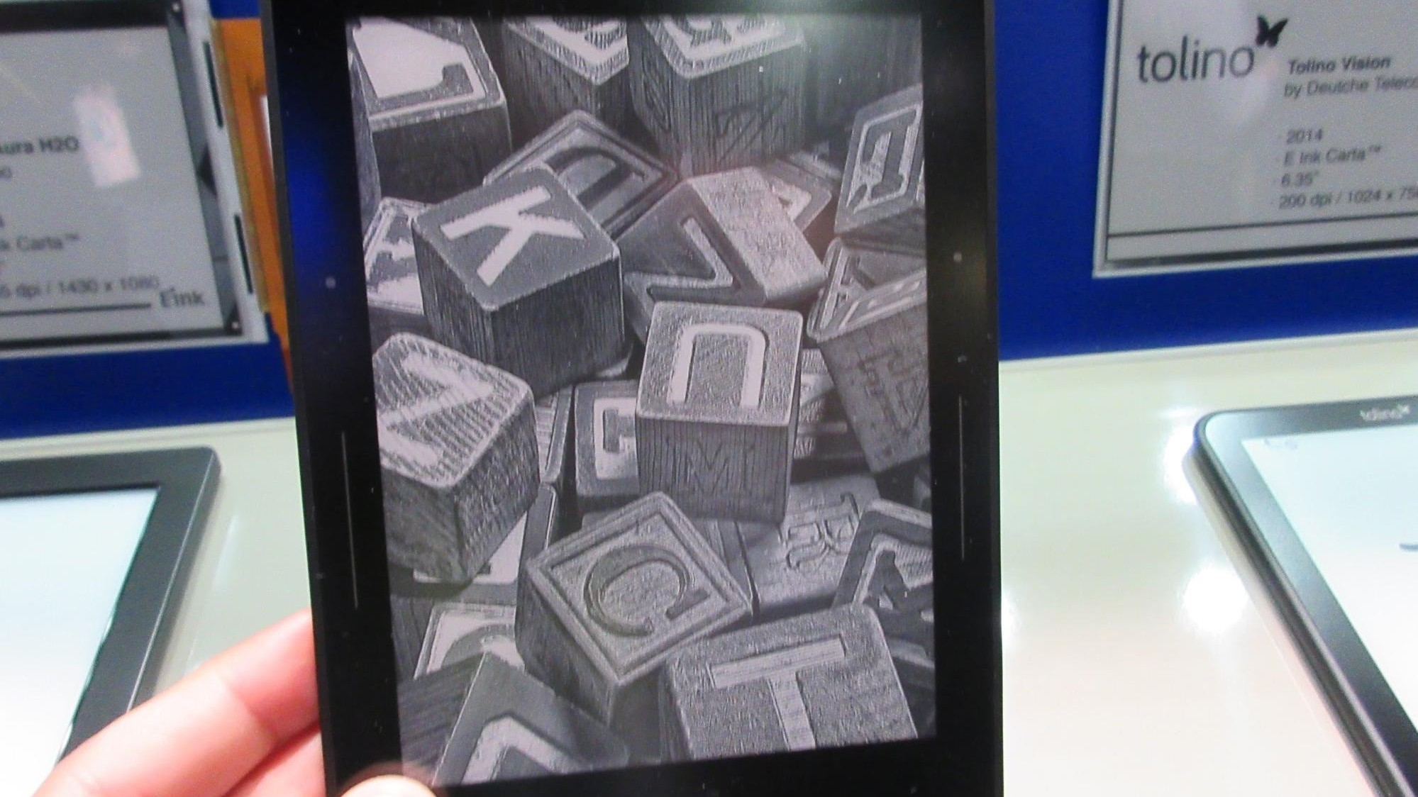 Want Better E Ink Displays for the Kindle? Bug Amazon