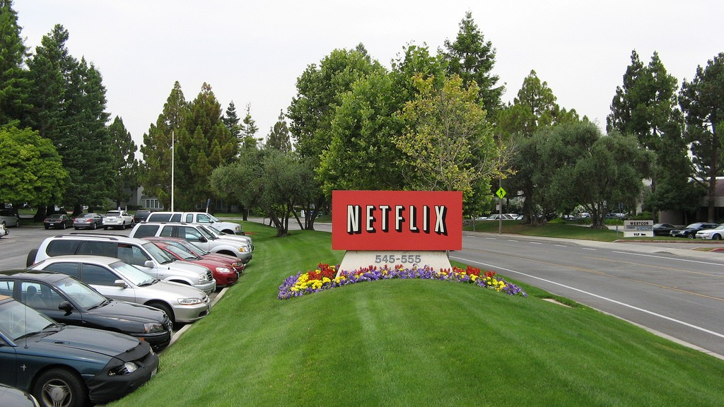 Netflix's Shady Mobile Throttling Policy Doesn't Break Net Neutrality Rules