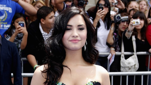The Mysterious Instagram Spat Between Demi Lovato and 'Stalker Sarah'