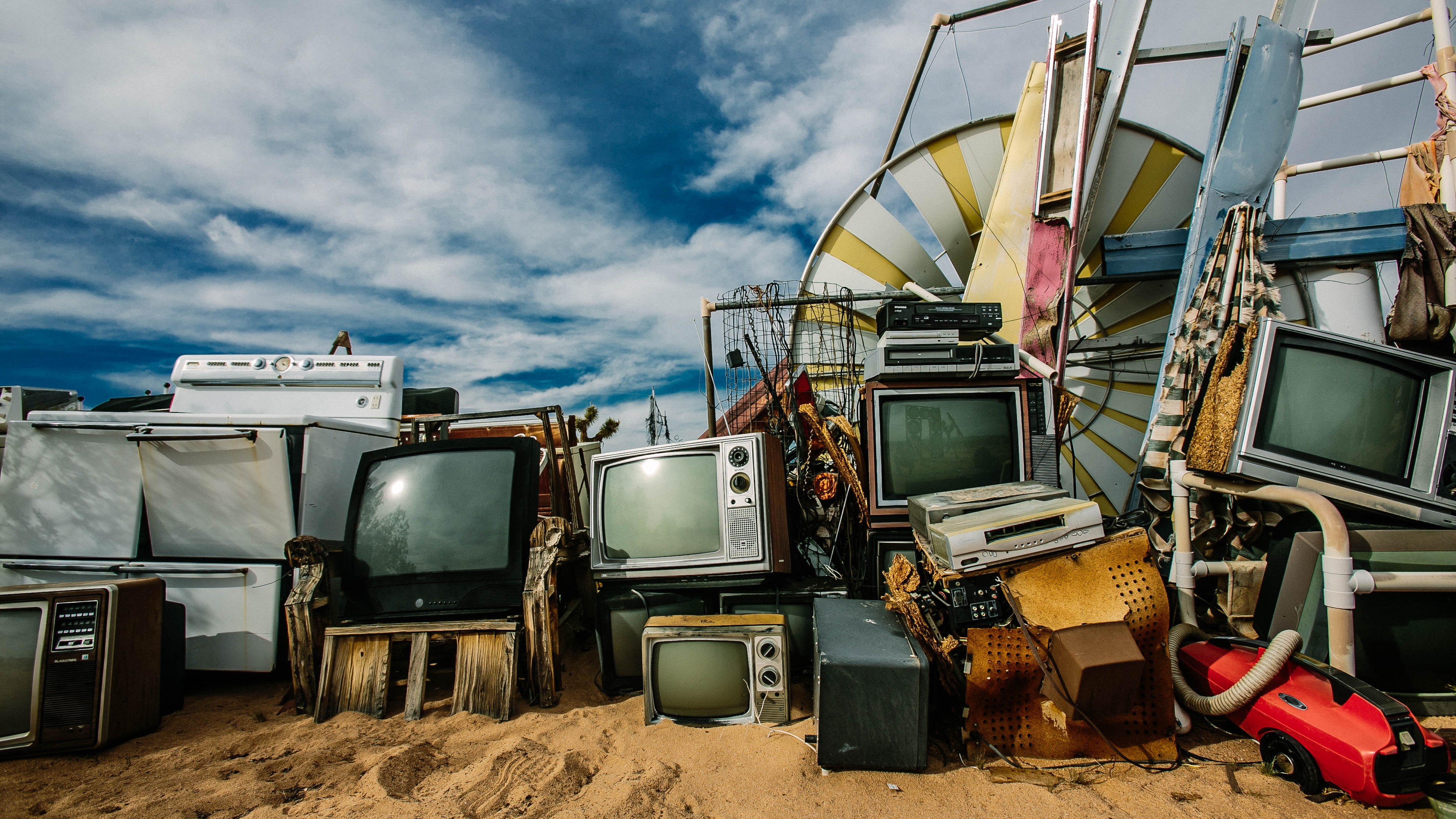 Take a Photo Tour of a Junk Dada Electronic Wasteland in the Desert