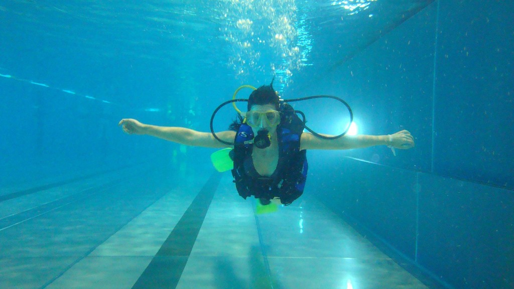 This New Oxygen-Hoarding Crystal Is the Future of Breathing Underwater