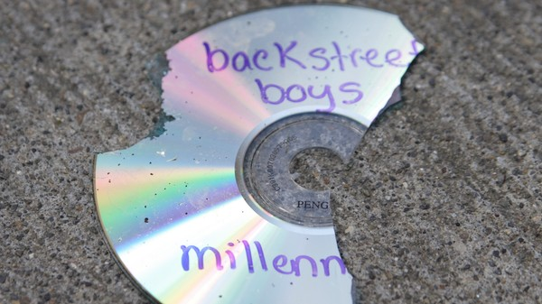 Our Digital Memories Are Languishing on Obsolete CD-Rs in Our Closets
