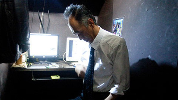 The Japanese Workers Who Live in Internet Cafes