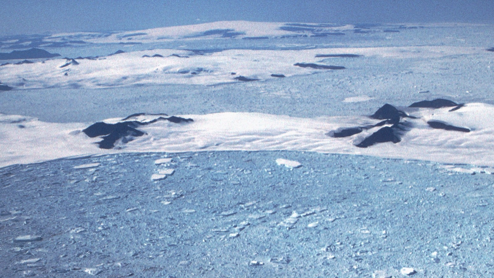 A Massive Antarctic Ice Shelf Is Thinning From Two Sides and Now We Know Why