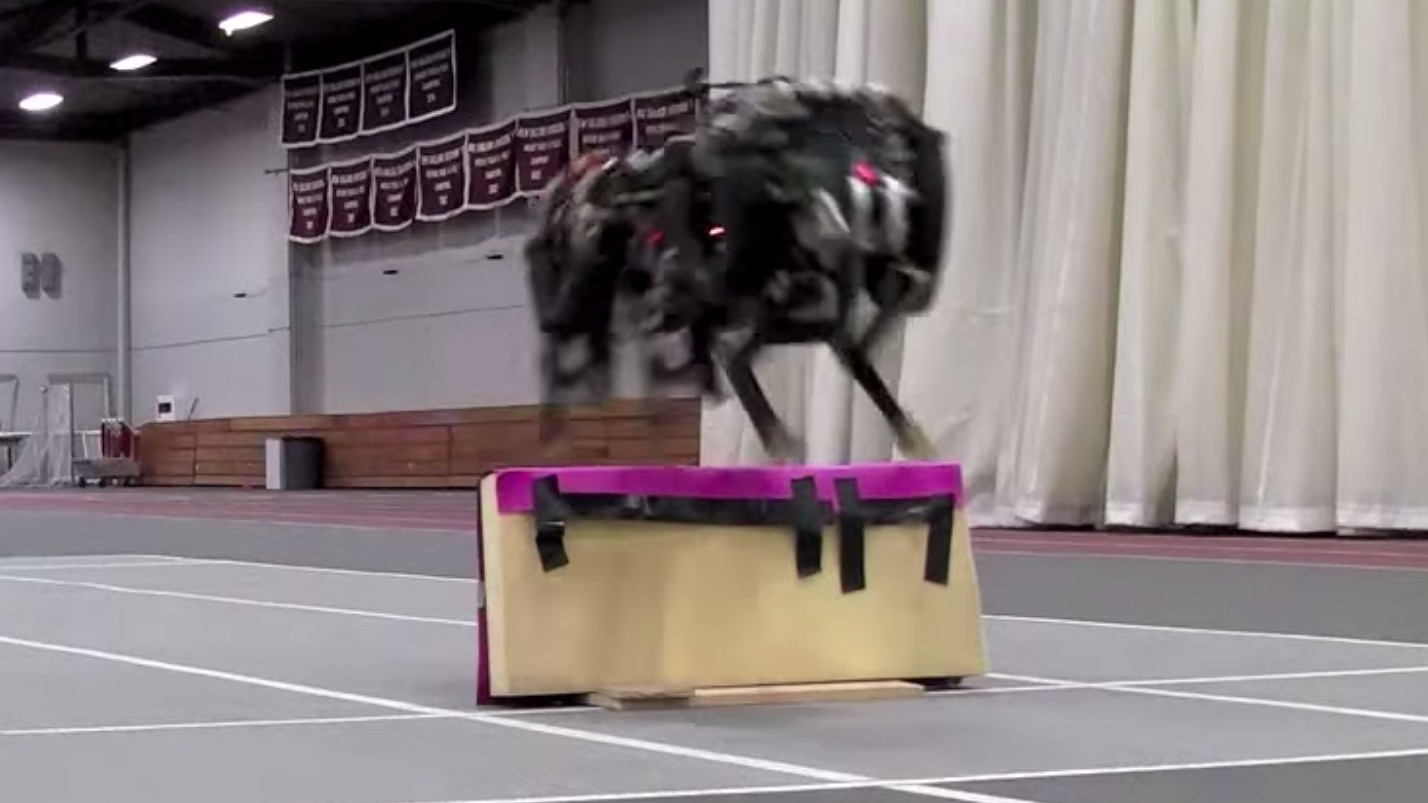 MIT's Robot Cheetah Can Hurdle Obstacles Now