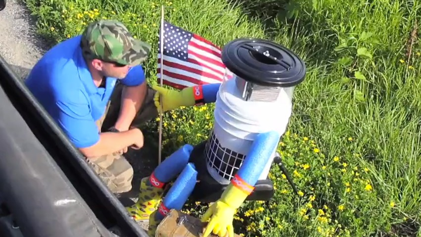 Can Canada's Adorable Hitchhiking Robot Survive America?