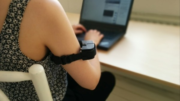 The 'Web Training Collar' Shocks You When You Visit an Insecure Site