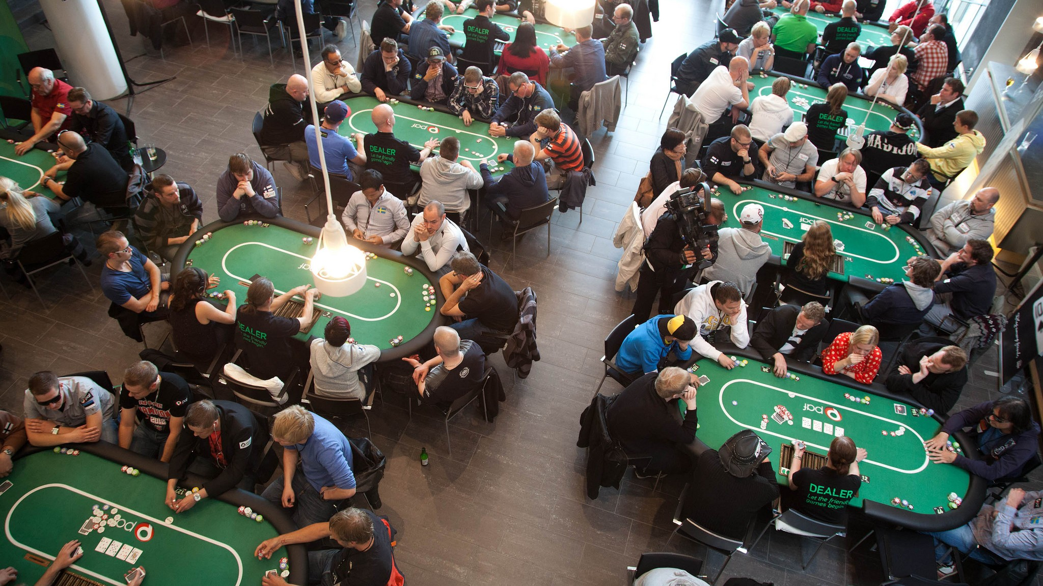 MIT's Free Online Poker Class Shows You How to Win All Your Friends' Money