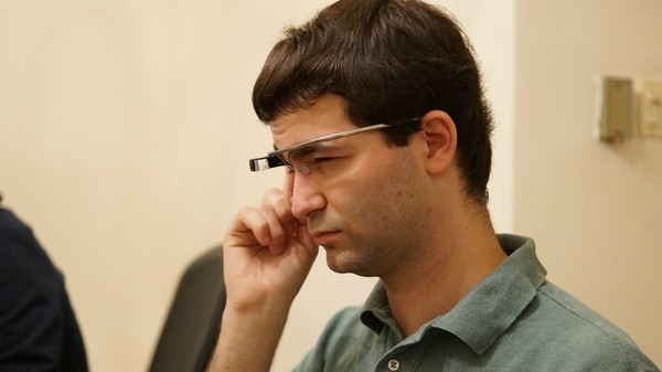 Google Glass Is Back and Taking a Cue from HoloLens