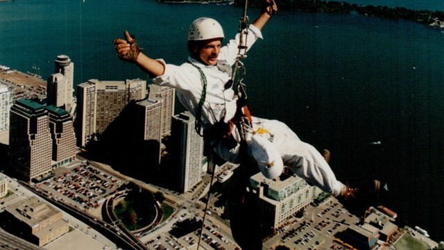 This Guy Rappelled Down the CN Tower For the Launch of Windows 95