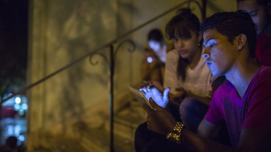 Verizon Is Using the Cuban Government's Cell Phone Network