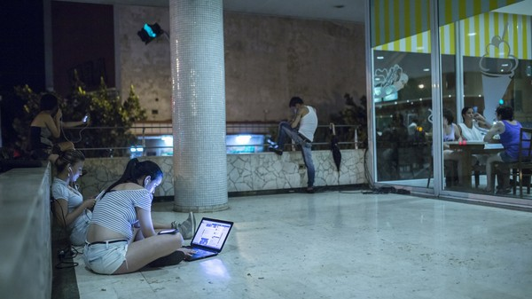 This Workaround Lets 2.6 Million Cubans Surf the Web