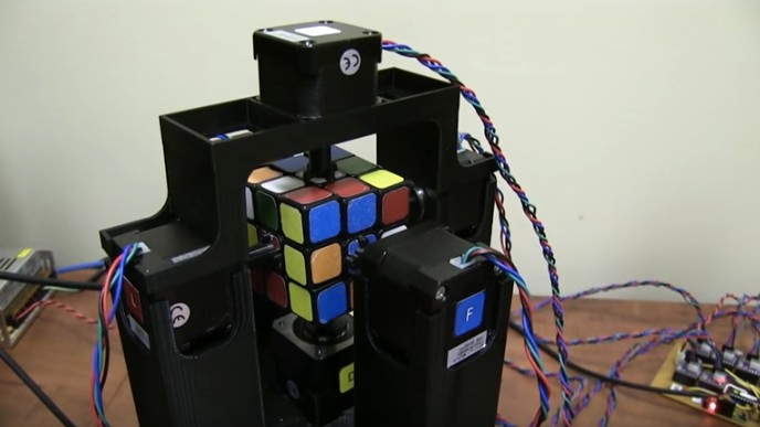Watch This Robot Solve a Rubik's Cube in Less Than 2 Seconds