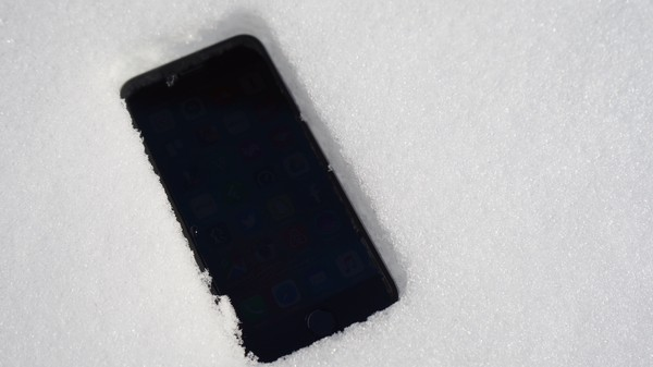 Why Do iPhones Suddenly Die in the Cold?