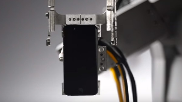 Instead of a Recycling Robot, Apple Should Sell Screwdrivers That Open iPhones