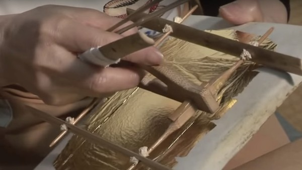 This Japanese Gold-Leaf How-To Is ASMR for Your Eyes