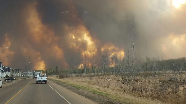 Fort McMurray Is On Fire and It Looks Like the End of the World