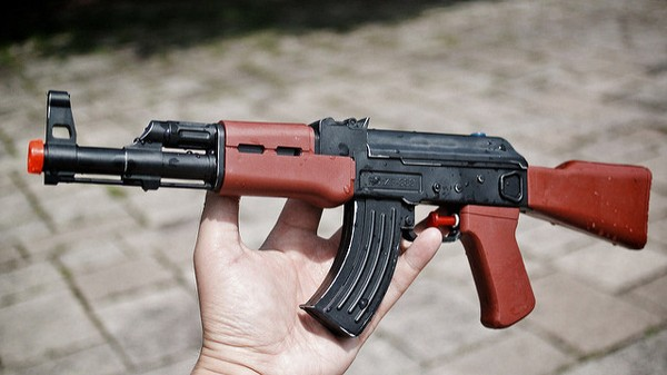 TV Journalists Try Buying AK-47 on Dark Web, Fail