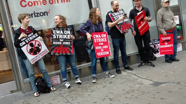 'Desperate' Verizon Seeks Scabs to Offset Labor Strike