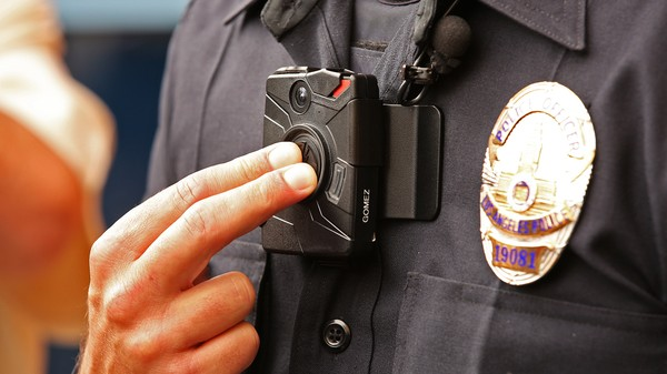 Taser Plans to Livestream Police Body Camera Footage to the Cloud by 2017