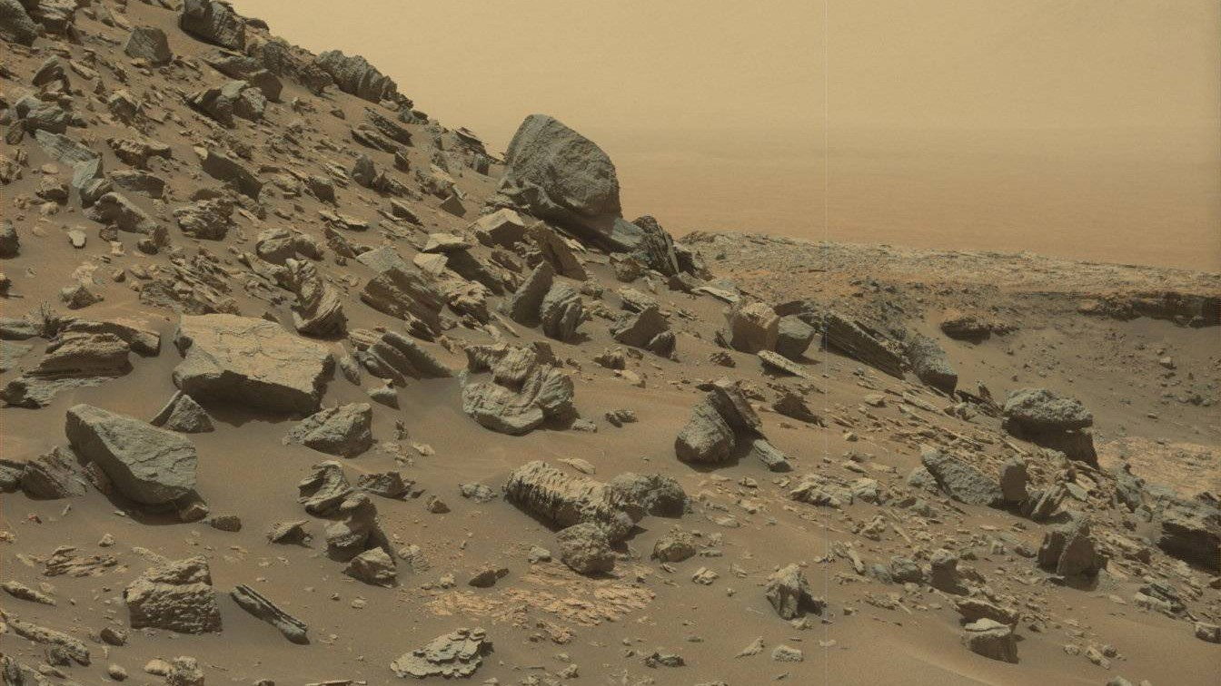 The Curiosity Rover Captures Stunning Color Images of Martian Buttes