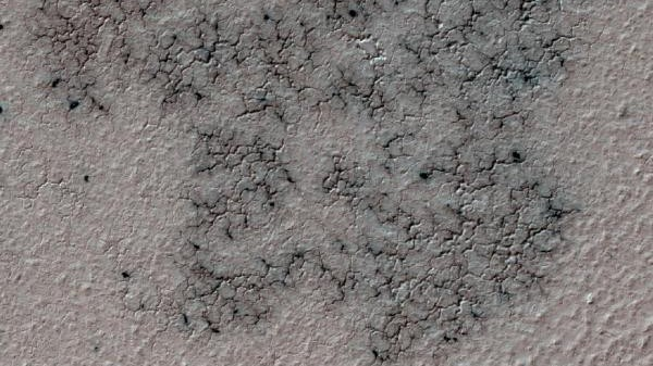 Amateur Scientists Are Finding 'Spiders' on Mars