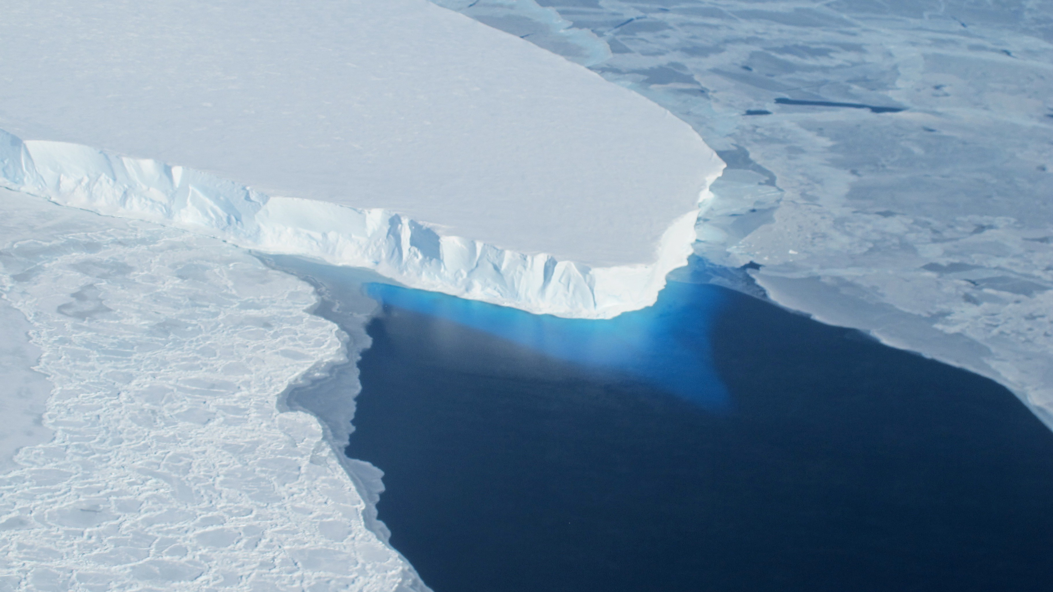 Scientists Warn the Collapse of This Glacier Could Be Globally Catastrophic
