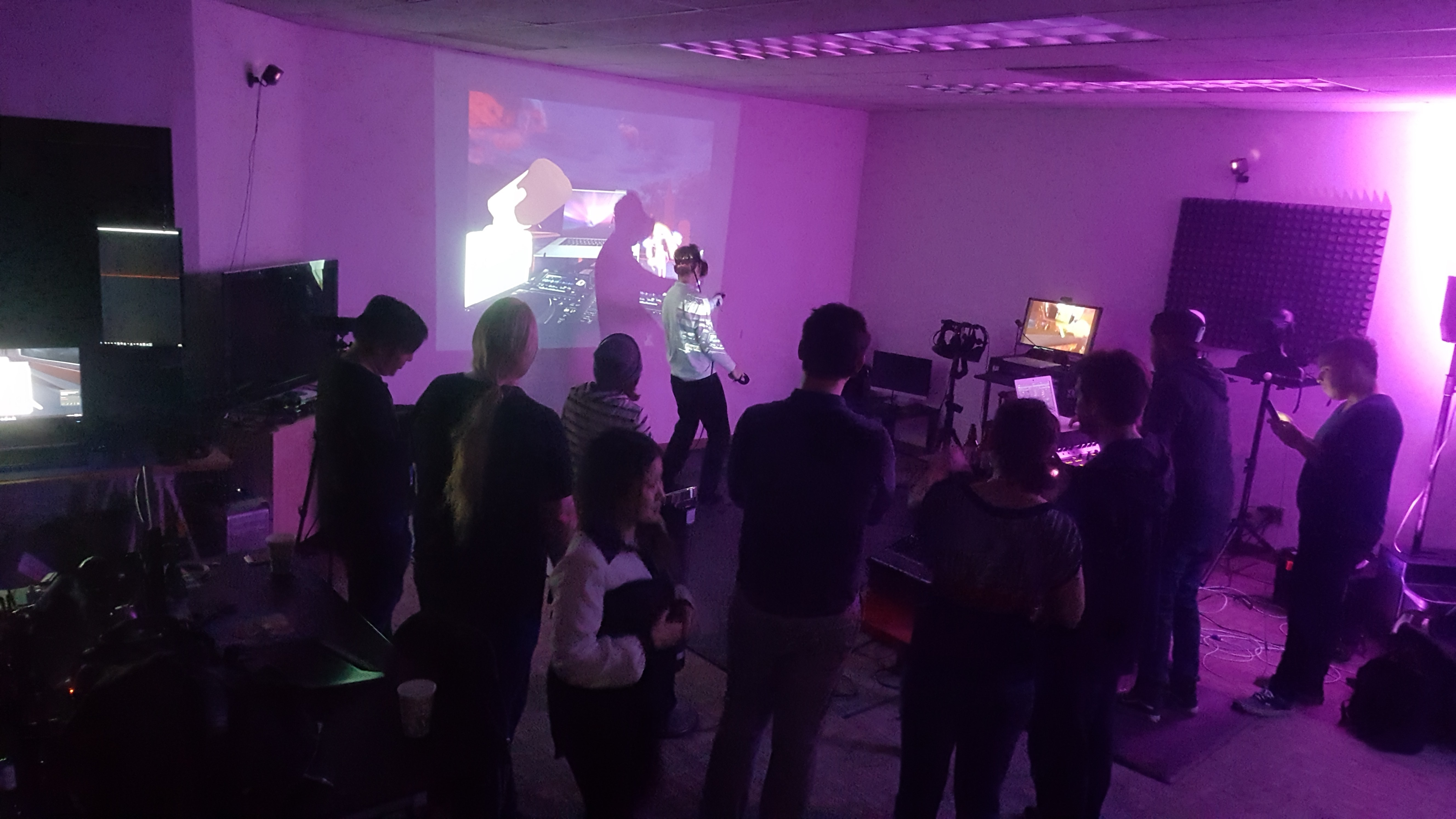 I Went to a Dance Party in My Pajamas Thanks to VR