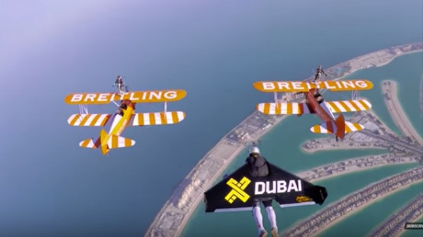 Watch Dudes in Jetpacks and Daredevil Wingwalkers Flying Over Dubai