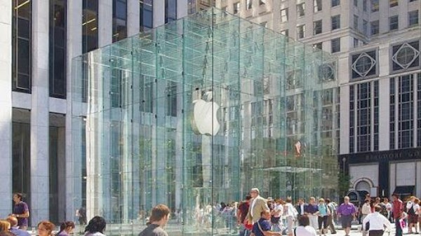 Your iPhone Will Talk to Stores While You Shop